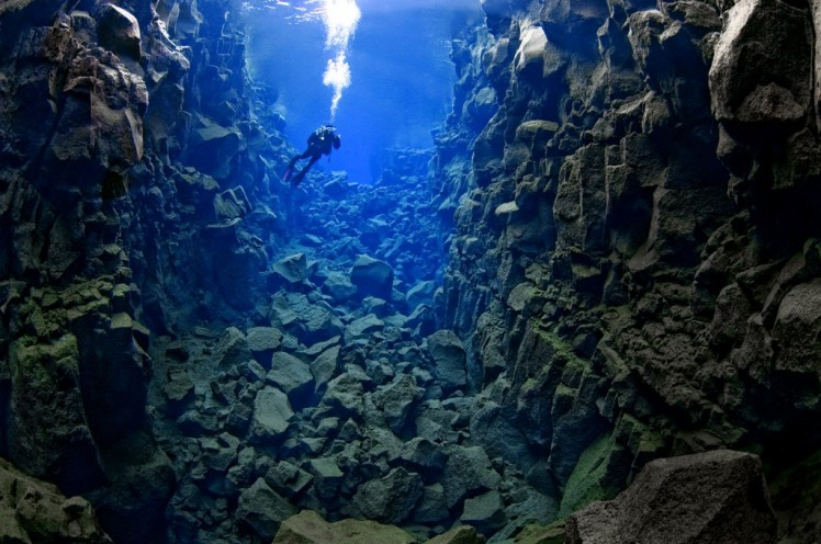 Silfra_cathedral_diver6-1024x680